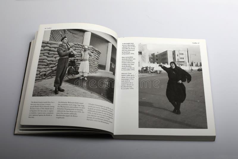 Fotografii książka Nick Yapp, Arabska kobieta w porcie Powiedział fotografia stock