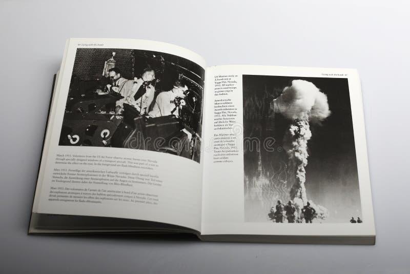 Fotografii książka Nick Yapp, bomby w Nevada 1952, 1953 i zdjęcia stock
