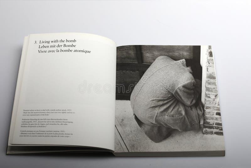 Fotografii książka Nick Yapp, dlaczego rozdawać z atakiem nuklearnym zdjęcie royalty free