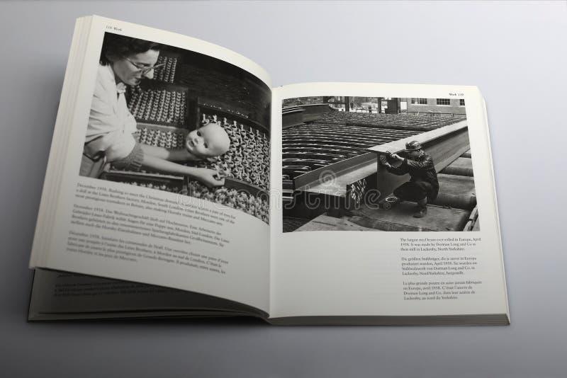Fotografii książka Nick Yapp, linia bracia bawi się fabrykę w Londyn fotografia royalty free