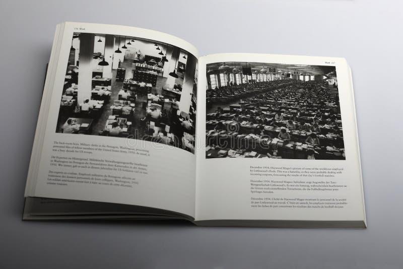 Fotografii książka Nick Yapp, Militarni urzędnicy w Pentagon Waszyngton zdjęcie stock