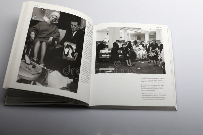 Fotografii książka Nick Yapp, sprzedaż dzień w sklepie zdjęcia royalty free