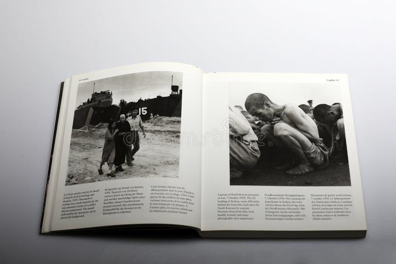 Fotografii książka Nick Yapp, wojenni więźniowie w Północnym Korea 1950 obrazy stock