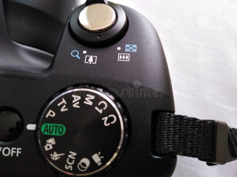 Fotografiutrustning - visartavlasikt för Digital kamera arkivfoto