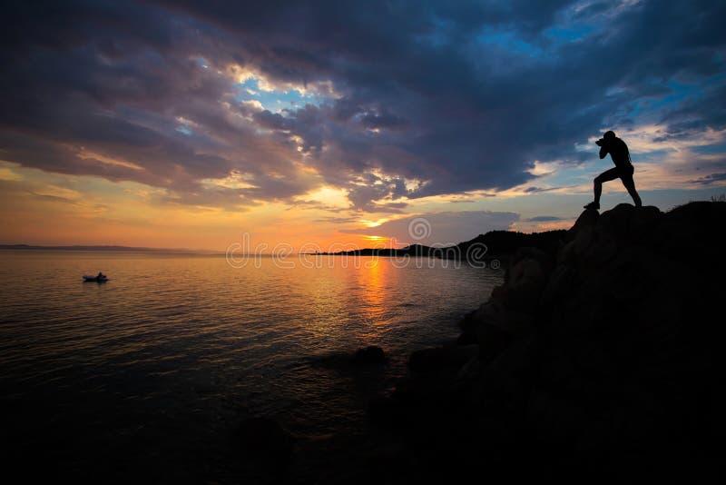 Fotografkontur på solnedgången arkivbilder
