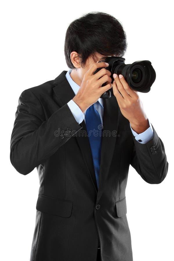 Fotografo che usando la macchina fotografica del dslr fotografia stock