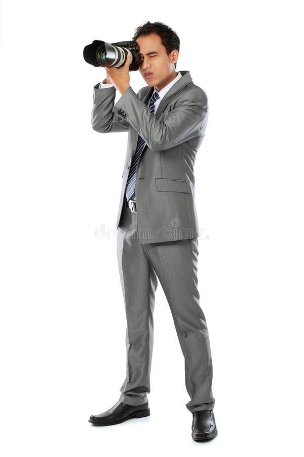 Fotografo che usando la macchina fotografica del dslr fotografie stock libere da diritti