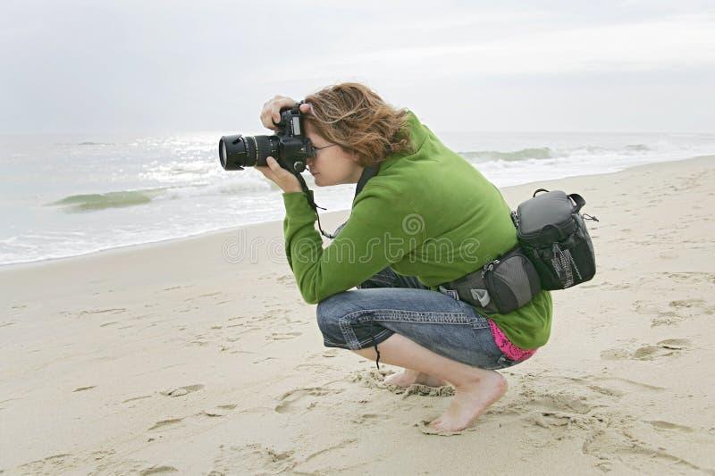 Download Fotografo della donna fotografia stock. Immagine di spiaggia - 7306126