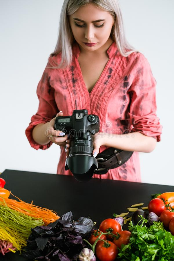 Fotografo dello stilista del blog di fotografia dell'alimento fotografie stock