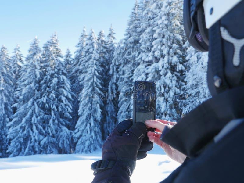 Fotografować zimy krajobrazowego smartphone zdjęcia stock