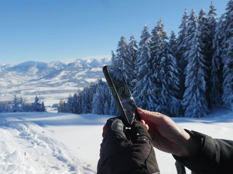 Fotografować zimy krajobrazowego smartphone obrazy royalty free
