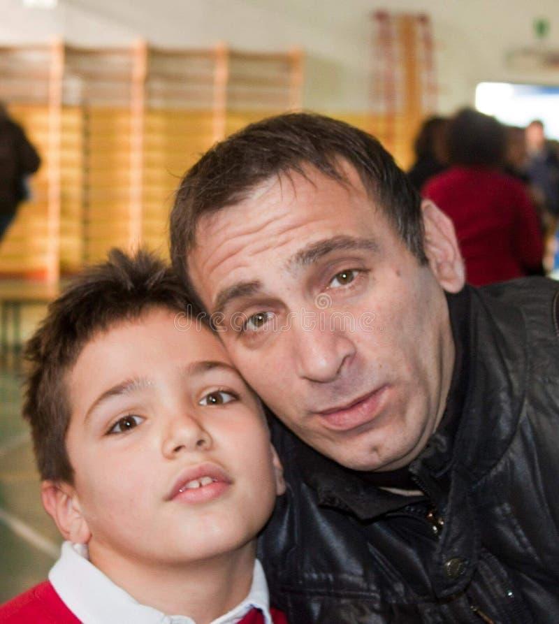 fotografuje który przedstawia ojca i syna w selfie przypomnieniu fotografia royalty free