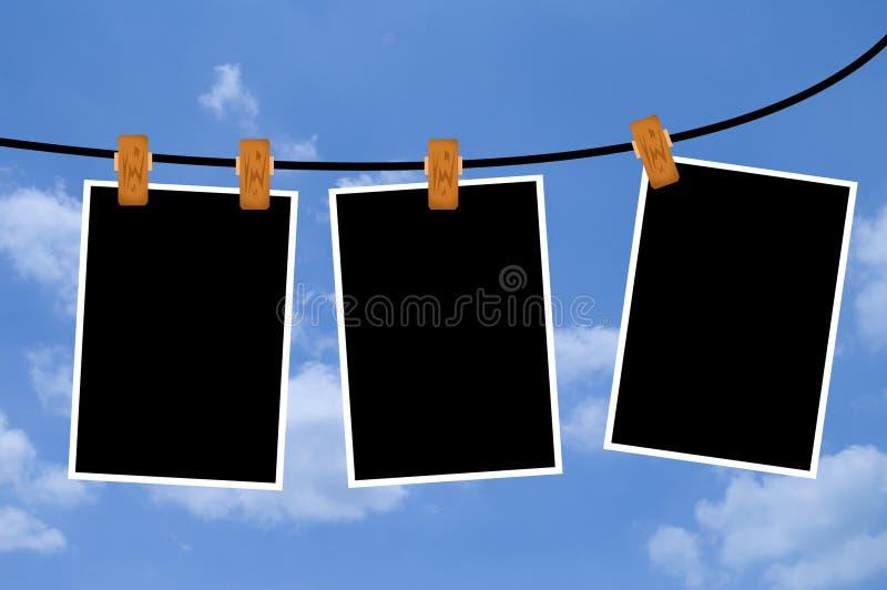 Fotokaders op blauwe hemelachtergrond stock illustratie