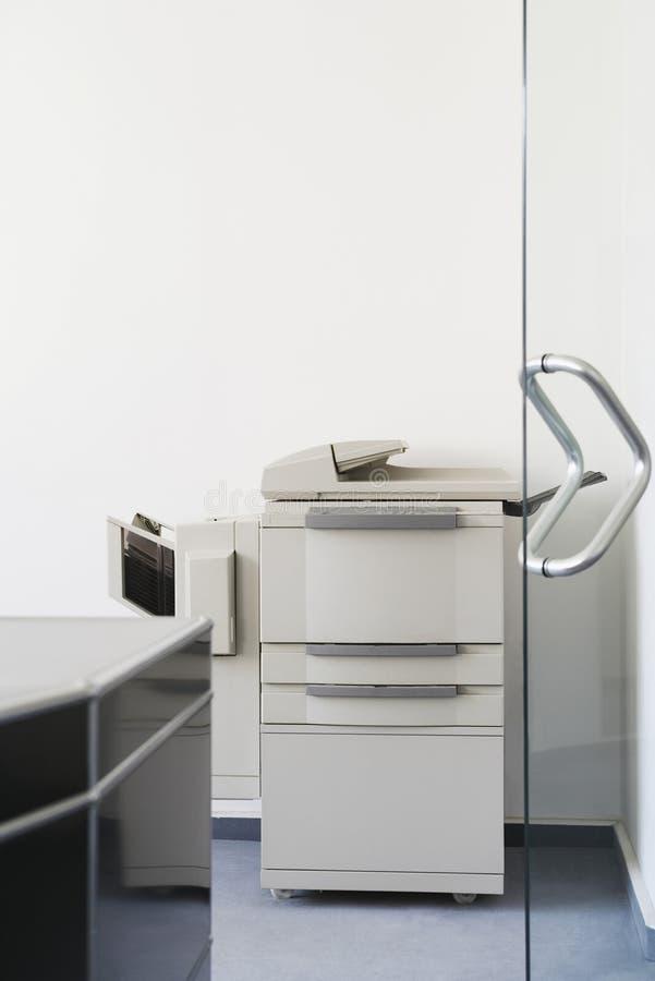 Fotokopieerapparaat in Bureau stock afbeelding