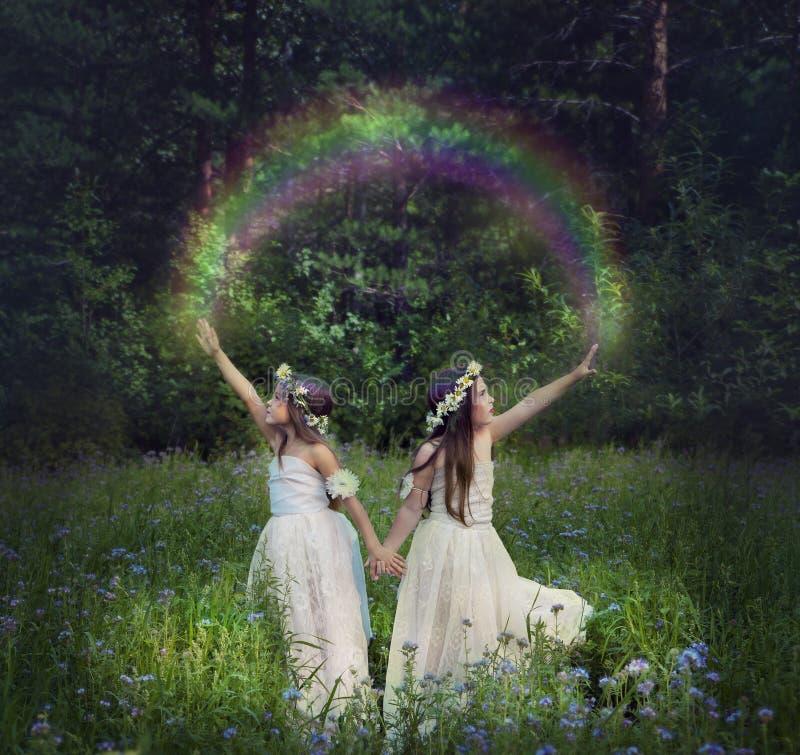 Fotomanipulation mit jungen Mädchen, die einen Regenbogen machen lizenzfreie stockfotografie