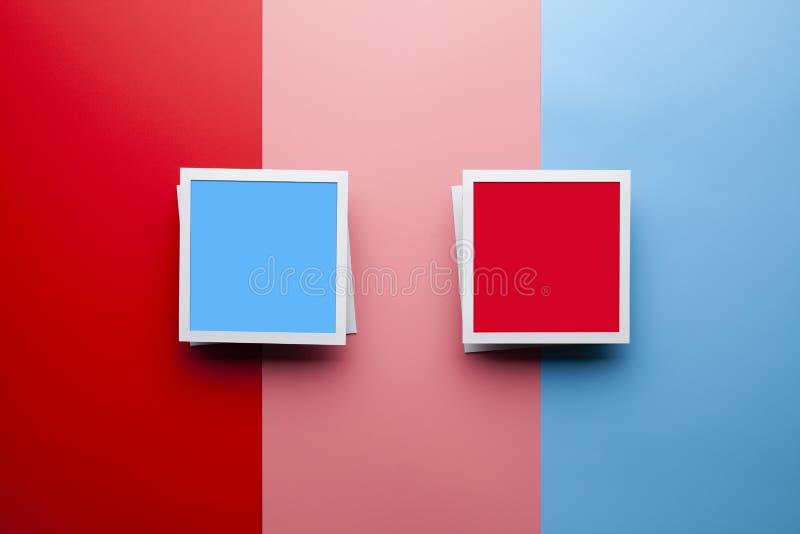 Fotomodellschablone - klassische Fotorahmen mit leerem Raum auf Pastellhintergrund stockfoto