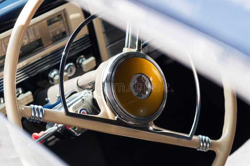 Fotonahaufnahme von Elementen des Innenraums des Autos Packard 180 Retro--Auto Klassiker der Automobilindustrie lizenzfreies stockfoto