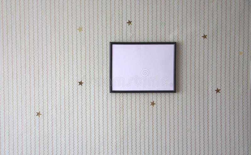 Fotoram på väggen, dekoren av förgyllda stjärnor och band fotografering för bildbyråer