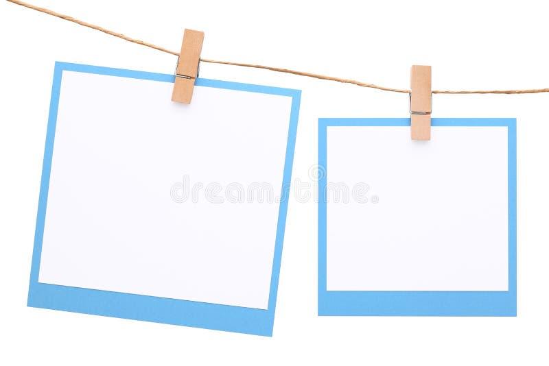 Fotoram som hängs på rep med klädnypan arkivfoto