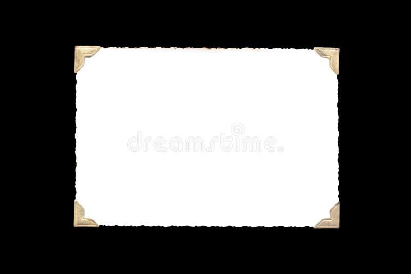 Fotoram - verkligt gammalt foto med vitt tomt utrymme för kopieringsfoto med guld- hållarehörn för färgat foto som isoleras på sv royaltyfri fotografi