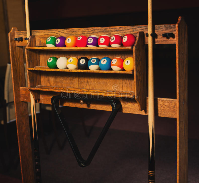 Fotoreeks ballen voor een spel van poolbiljart op planken stock afbeelding