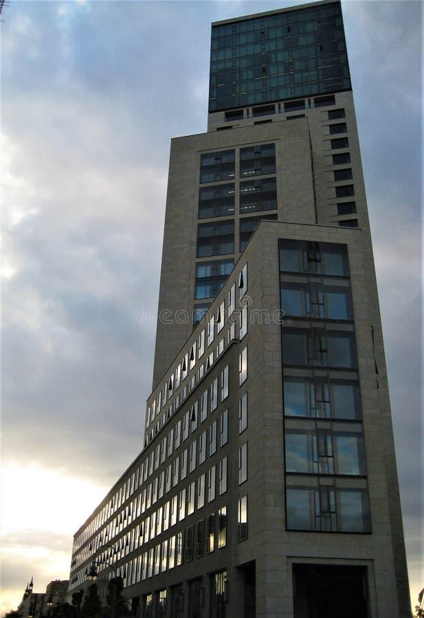 Fotos com fundo de prédios arquitetónicos modernos do complexo do escritório e do hotel fotografia de stock royalty free