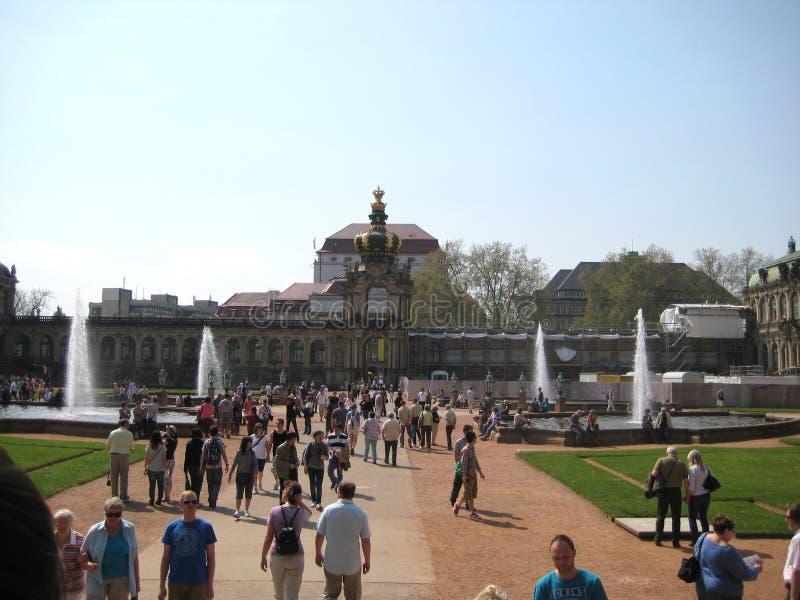 Fotos com o Zwinger complexo histórico e arquitetónico do palácio de verão do fundo da paisagem imagens de stock royalty free