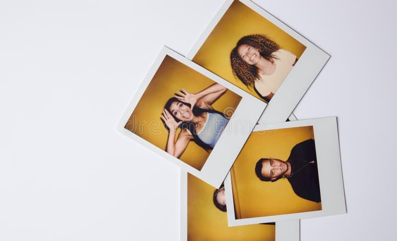 Fotos De Filmes Instantâneos De Jovens Homens E Mulheres Para Modelar A Fundição Em Estúdio Em Fundo Branco fotografia de stock