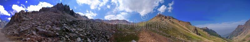 Fotos de las montañas en Kazajistán imagen de archivo