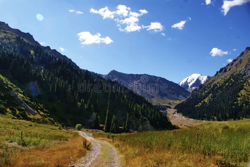 Fotos de las montañas en Kazajistán fotos de archivo