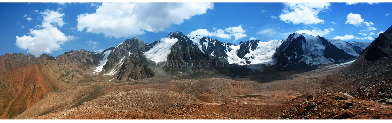 Fotos de las montañas en Kazajistán foto de archivo