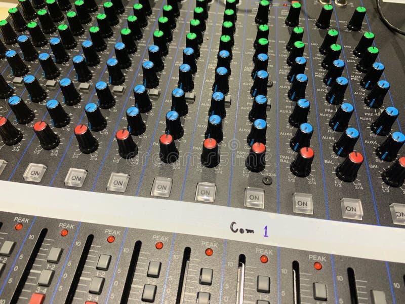 Fotos des Audioknopfes und auf Aus-Schalter, der die Lautstärke justieren kann stockfotos