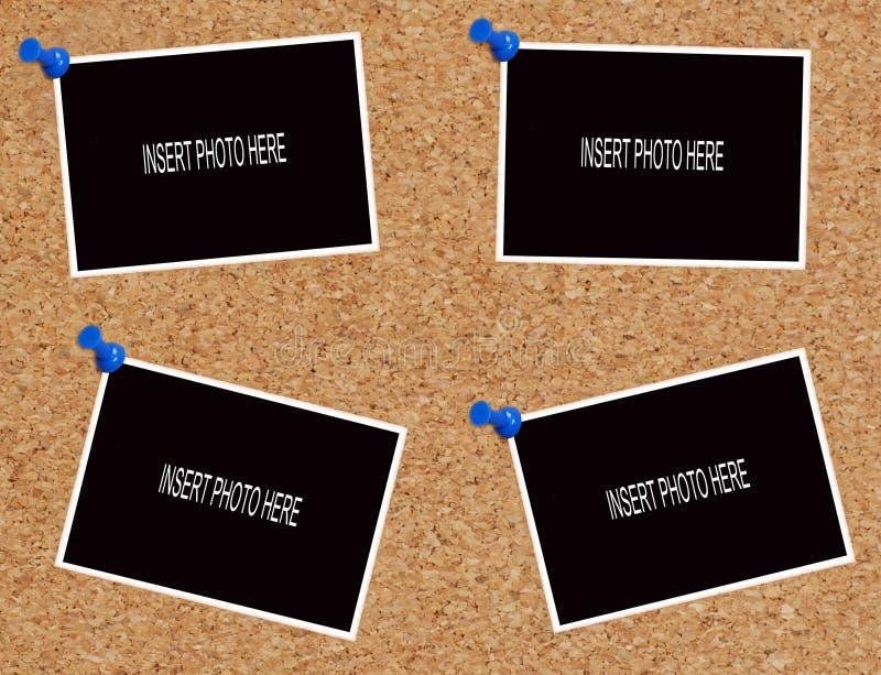 Fotos em branco na placa da cortiça fotografia de stock