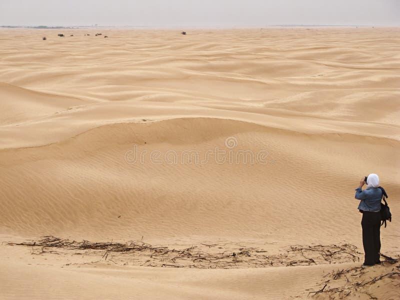 Fotoschießen in der Wüste lizenzfreies stockfoto