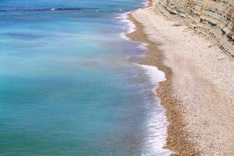 Fotovackra blåhavsvågor och stänk royaltyfri bild