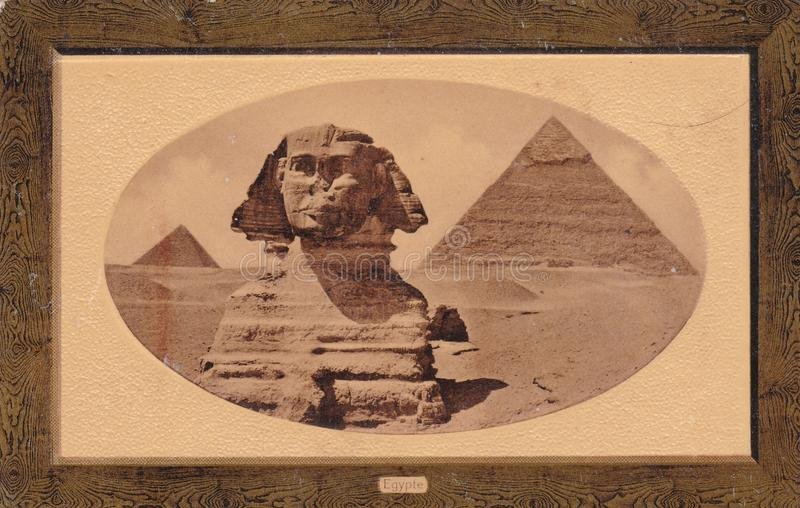 Fotovykort av sfinxen och stora pyramider av Giza, Egypten 1900s arkivfoto
