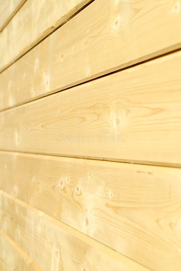 Fotowand eines Holzhauses gemacht von den Holzbalken stockbild