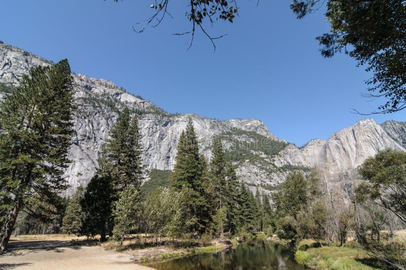 FotoYosemite Nationalpark an einem schönen sonnigen Tag stockbild