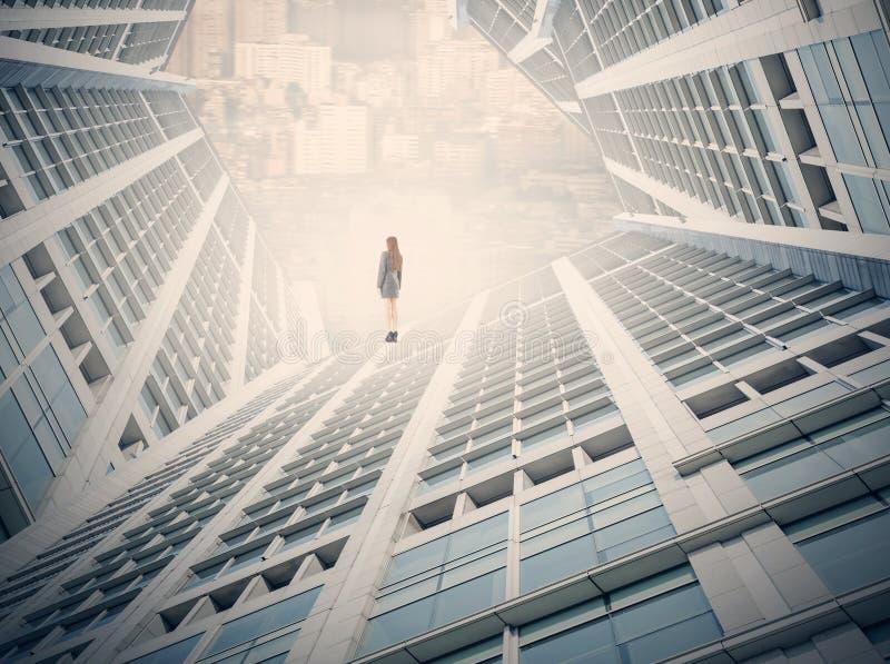 Geschäftsfrau in städtischem stockfotos