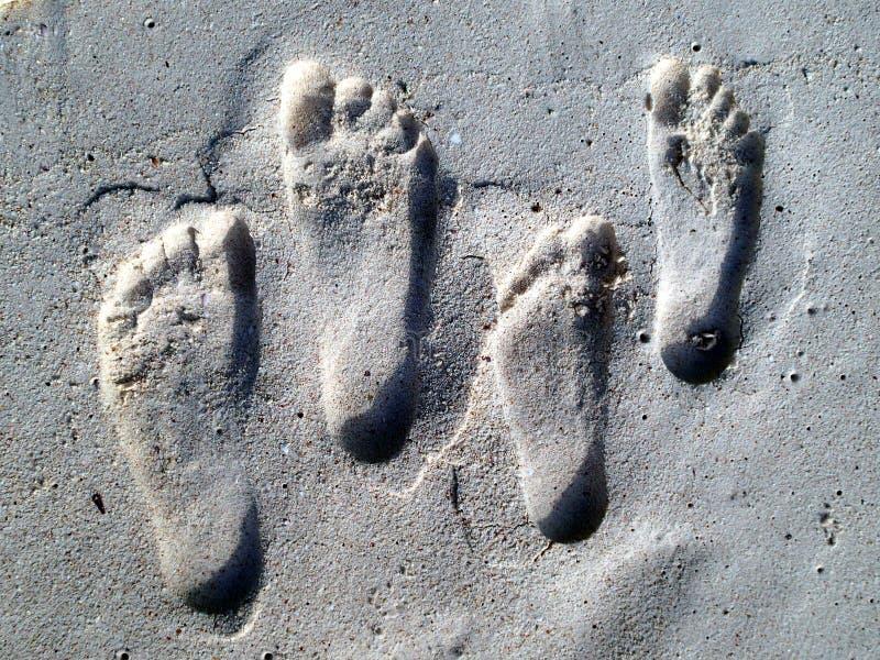 Fotspår i sanden - Seychellerna arkivfoto