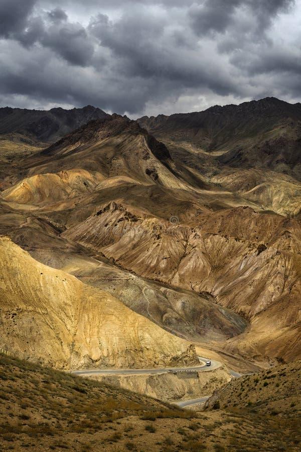 Fotu La eller Fatu La bergspass på motorvägen Srinagar-Leh i Himalayas zaskar Range, Ladakh, Indien royaltyfri foto
