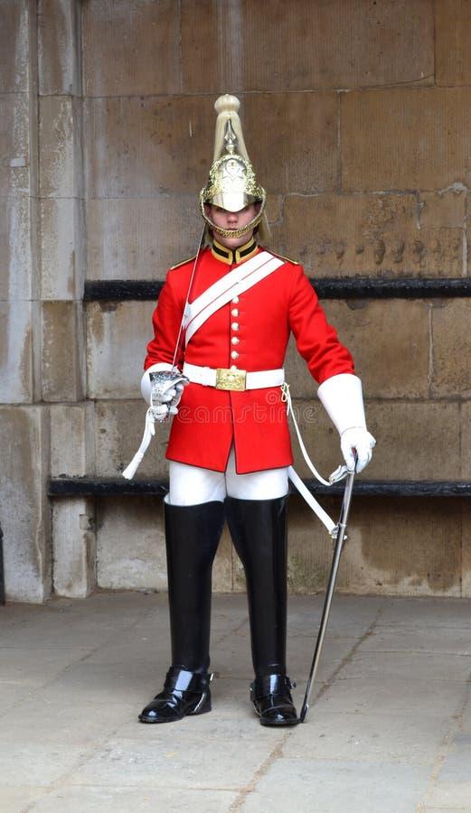 Fotvakt till drottningen London royaltyfri bild