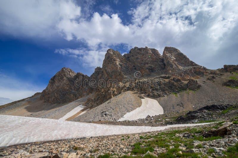Fotvandra i de storslagna Teton bergen fotografering för bildbyråer
