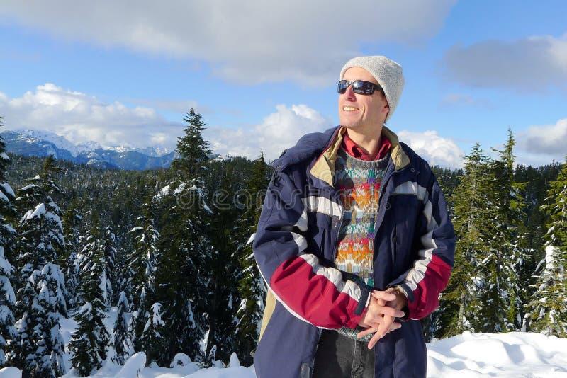 Fotvandra mannen på monteringen Seymour i vinter arkivbilder