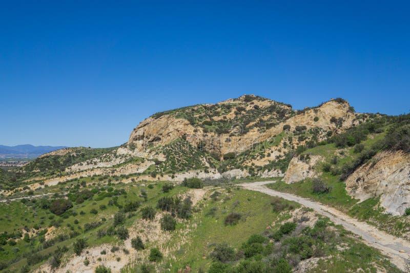 Fotvandra slinga till och med Rocky Canyon arkivbilder