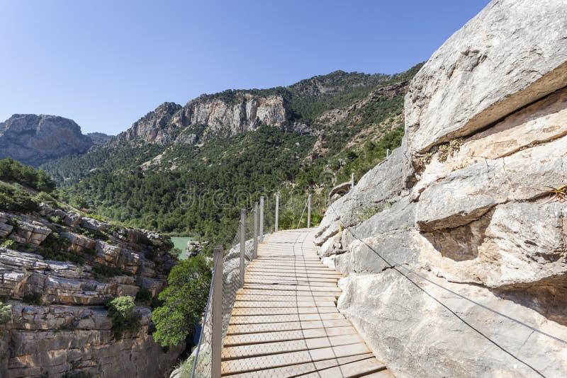 Fotvandra slingan El Caminito del Rey Malaga landskap, Spanien royaltyfri bild