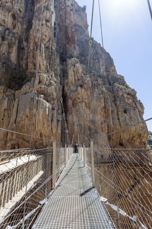 Fotvandra slingan El Caminito del Rey, Spanien fotografering för bildbyråer