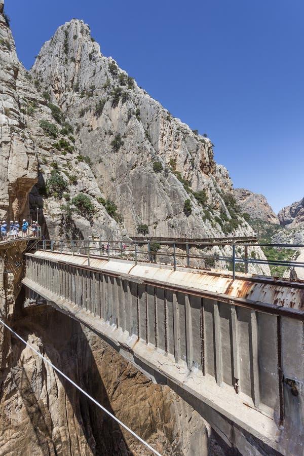 Fotvandra slingan El Caminito del Rey, Spanien arkivfoton