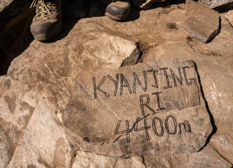 Fotvandra till den Kyangjin Ri toppmötet royaltyfri foto