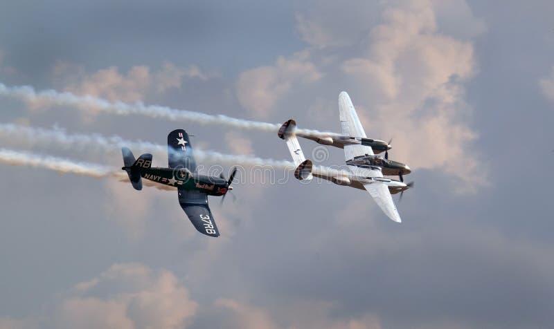 Foudre de Lockheed P38 et corsaire de Vought F4U image libre de droits